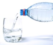 Beber água antes das refeições ajuda a perder peso, afirma pesquisa