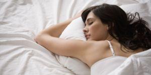 Quatro bebidas para consumir antes de dormir e acordar mais magra